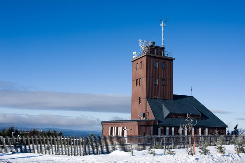 http://naukaoklimacie.pl/cdn/upload/53052985e496f_obserwatorium-meteorologiczne.jpg