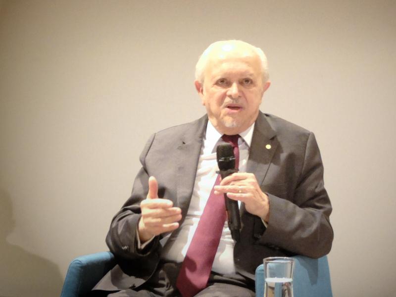 Zdjęcie: Mario Molina podczas spotkania z publicznością.