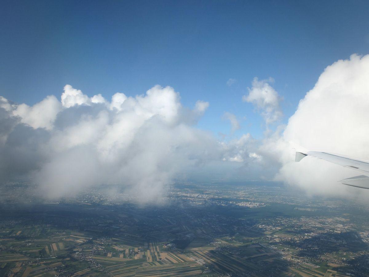 Chmury kłębiaste - widok z samolotu