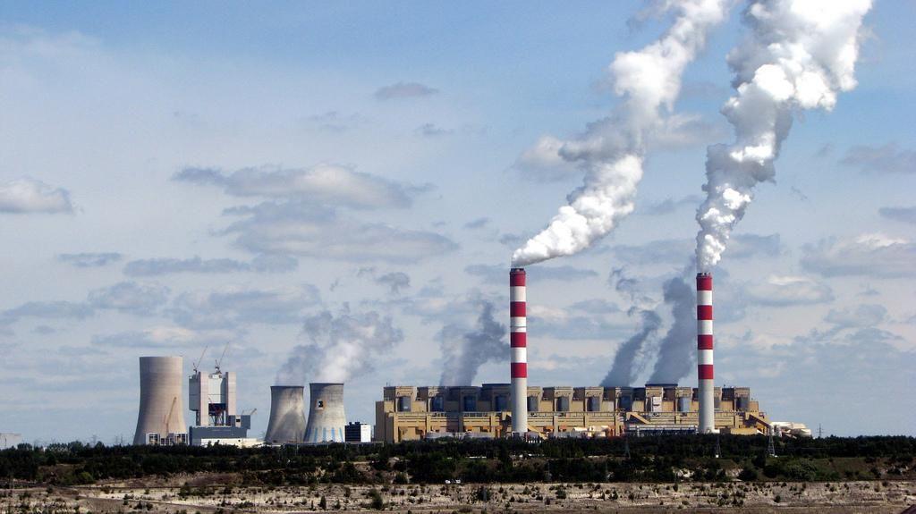 Elektrownia w Bełchatowie, jedno z największych źródeł CO2 w Europie.