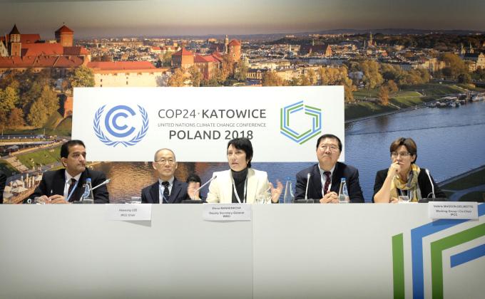 Przedstawiciele WMO i IPCC podczas szczytu klimatycznego COP24 w Katowicach