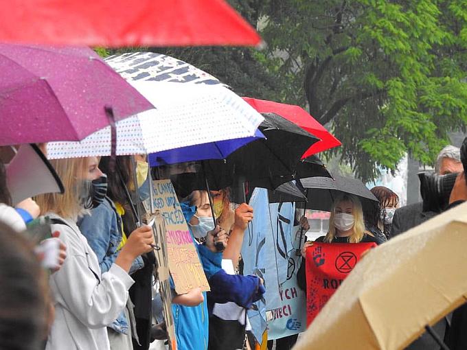 Zdjęcie z protestu MSK pod Ministerstwem Edukacji Narodowej w dn. 22 czerwca 2020