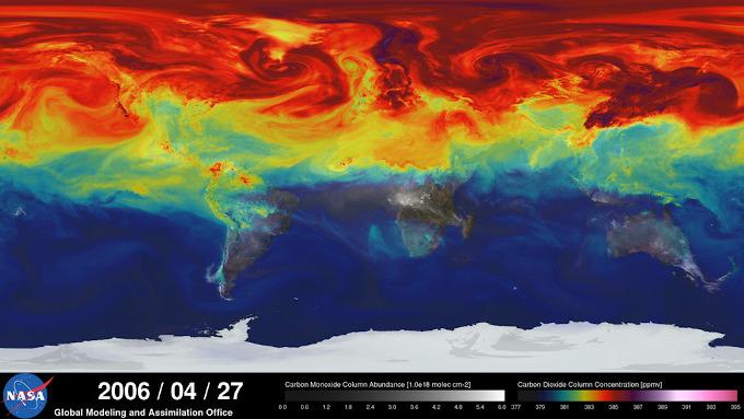 Mapa przedstawiająca koncentracje CO2 w atmosferze, na półkuli północnej wartości wyraźnie wyższe niż na południowej, jednak różnica to zaledwie kilka procent.