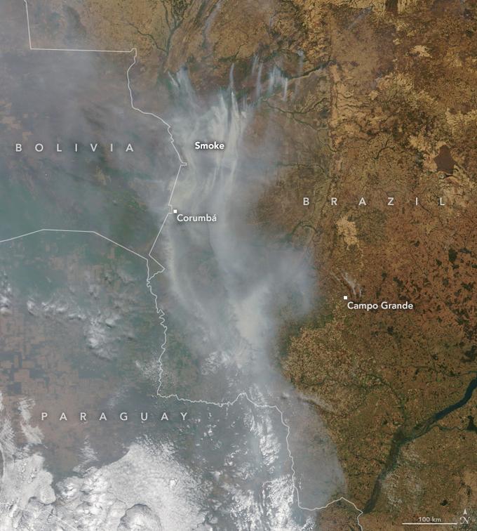 Zdjęcie satelitarne Pantanalu. Dymy pożarów ciągną się setkami kilometrów