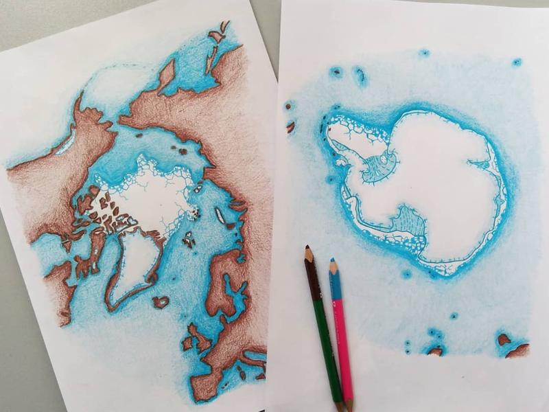 Rysunki map Arktyki i Antarktyki wykonanych kredkami.